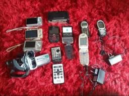 Celulares e câmeras digitais antigos