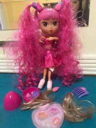 Boneca Com Acessórios ( Troca de cabelo)