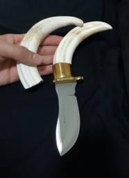 Dente de Marfim e antigas Esporas de prata