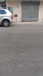 Aluga-se Ponto Comercial no centro de Candeias, 60m2