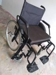 Cadeira De Rodas Confort Jaguaribe para pessoas com peso acima de 100 kg
