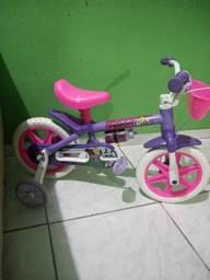 Vende-se uma bicicleta infantil