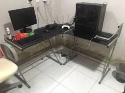 Mesa de vidro para computador