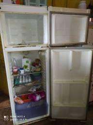 Vendo essa geladeira$200
