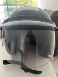 Vende-se capacete feminino muito novo .