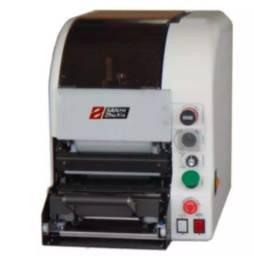 Maquina para fazer uramaki e hosomaki