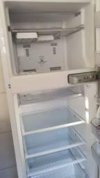 Geladeira Brastemp Clean Frostfree 352L BRM39EB 110V
