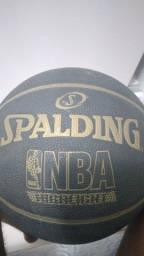 Bola de basquete spalding preço negociável