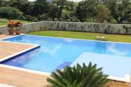 Construção de piscina de alvenaria e reforma de decks de madeira