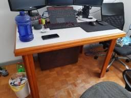 Mesa com 4 cadeiras - 1,20 x 0,90 metros