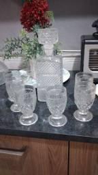 Kit com 6 taças e uma jarra R$ 150
