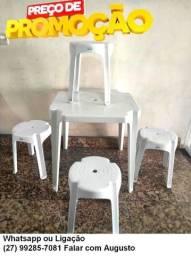Mesa com 4 bancos plástico