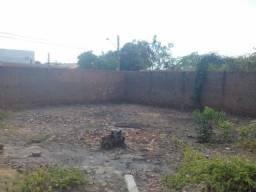 Aluga-se terreno com espaço p/ estacionamento , garagem , depósito na Morada do Sol