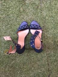 Sandália azul com dourado