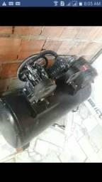 Compressor de ar indústrial trifásico de pistão duplo motor 2 Cv vendo Ou troco em moto