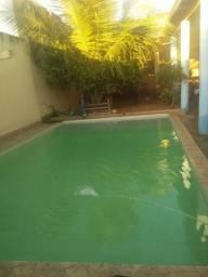 Vende-se ótima casa com piscina, no bairro Amazonas