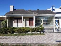 Casa em Atlântida Sul com lage 03 ruas do mar