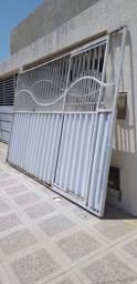 Vende portão de ferro 2.21 por 3.63 comprimento  no mesmo tem portão de pedestre