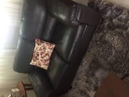 Jogo de sofá em couro 2 e 3 lugares