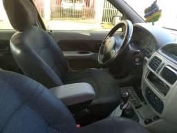Clio Sedan (quem vê leva)
