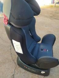 Cadeira de carro reclinável com 2 anos de uso até 25 quilos