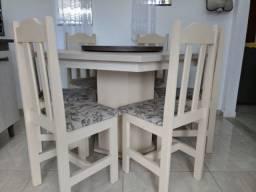 Mesa com centro giratório acompanha 6 cadeiras