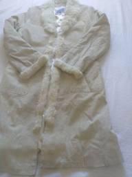 Casaco de frio em couro e pele encapuçados