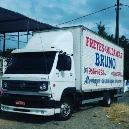 Caminhão de fretes mudanças carretos viagens desmontagens e montagens móveis Bruno ligue