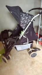Carrinho de bebê marca Tutti Baby