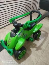 Carrinho quadriciclo de passeio infantil