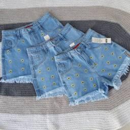 Shorts  jeans girassol é Mickey mouse