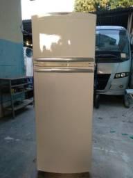 Vendo essa geladeira Brastemp Frost Free 350 litros
