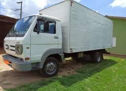 Caminhão 8-150 Baú