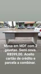 Mesa em MDF.