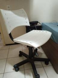 Cadeira giratória LBM usada