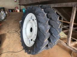 Par de pneus 12.4/11-36
