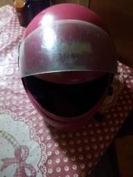 Vendo um capacete em ótimo estado Ligar somente interessados *
