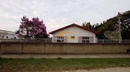 Casa com ótima localização e terreno amplo de 1.247 m², em Imbituba SC