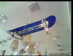 Luminária skate