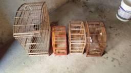 Vendo gaiola de pássaros 200 reais elas tudinho pq eu parei de criar