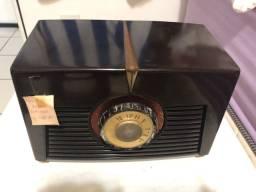 Rádio Antigo RCA valvulado