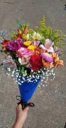 Buque de flores , rosas e girassois