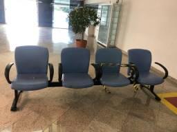 Cadeira longarina para estabelecimento comercial