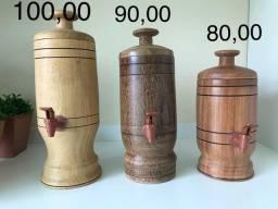 Barris para colocar cachaça e vinhos
