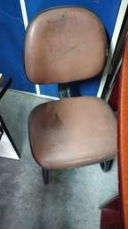 Cadeira de escritório fixa marrom