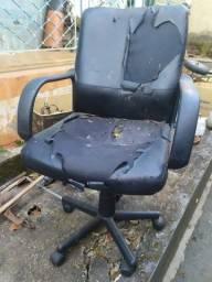 Título do anúncio: Cadeira de Escritório Para Reforma, Modelo Diretor. Pistão Não Firma, Desce Quando Senta