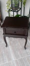 Linda mesa de apoio de madeira