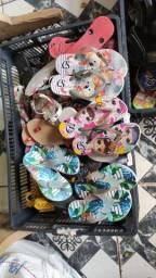 Vendo 50 pares de sandálias Carmem Steven unissex infantil por apenas 10 reais cada