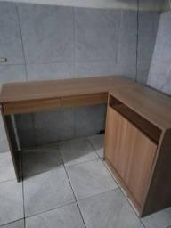 Vendo uma mesa de computador.