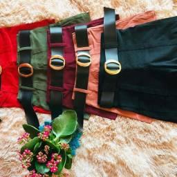 Shorts no tecido bengaline